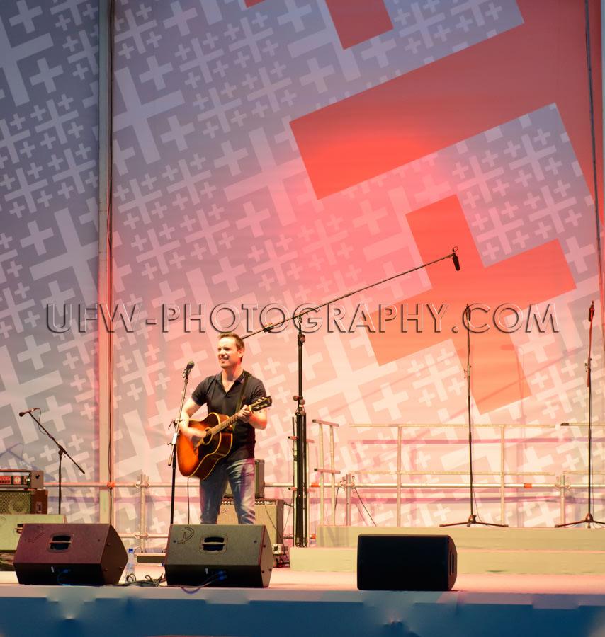 Konzertmusiker Sänger Bühne Gitarre Auftritt Stock Foto