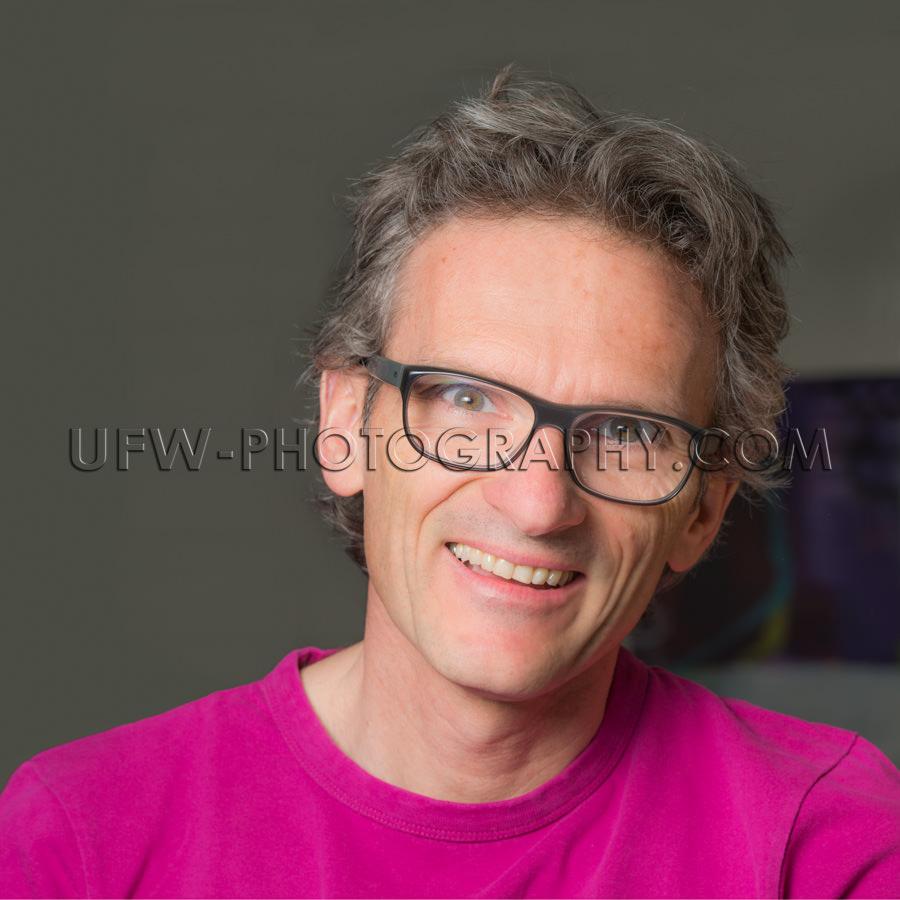 Lächeln Interessiert Schön Erwachsen Leger Lässig Mann Brille