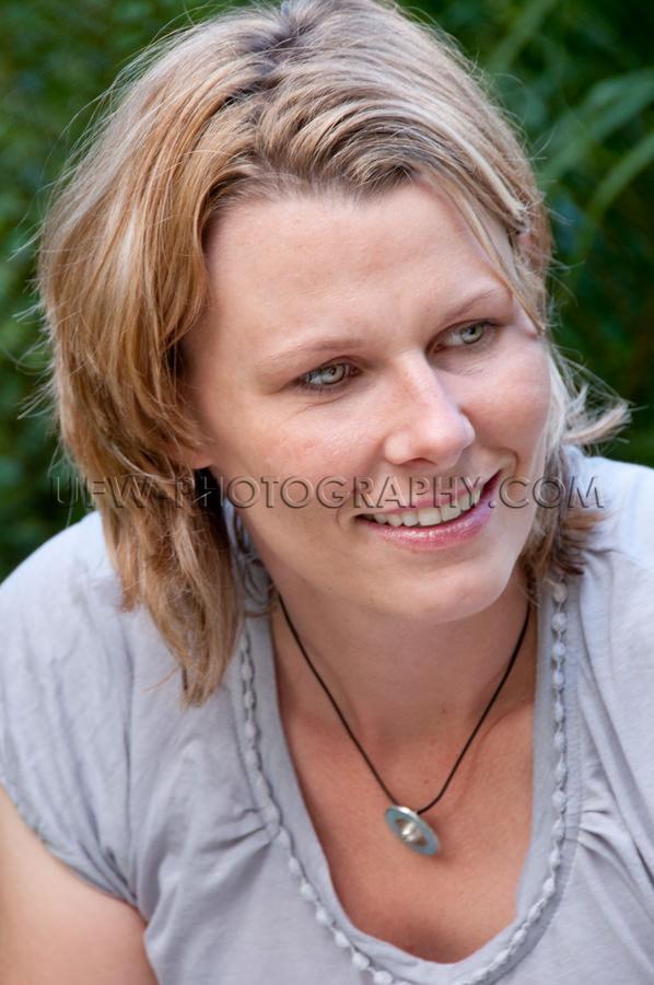 Porträt Natürlich Jung Lächeln Echt Frau Schön Ungestellt St
