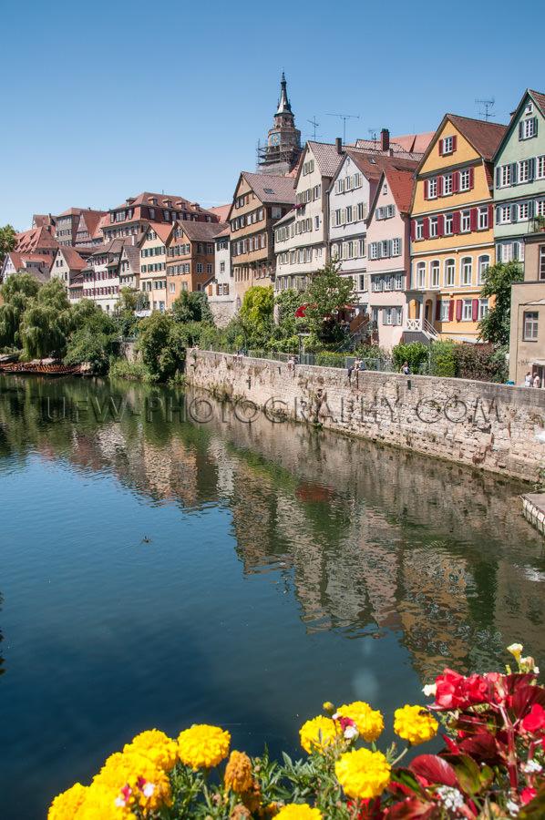 Schöne Mittelalterliche Stadtansicht Flussufer Fachwerkhäuser