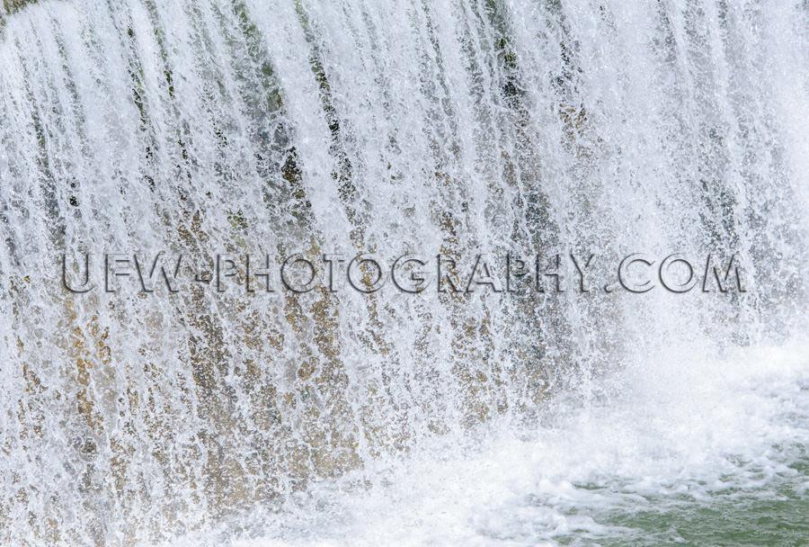 Wasser Fallend Kurze Verschlusszeit Gefroren Sprühregen Plätsc