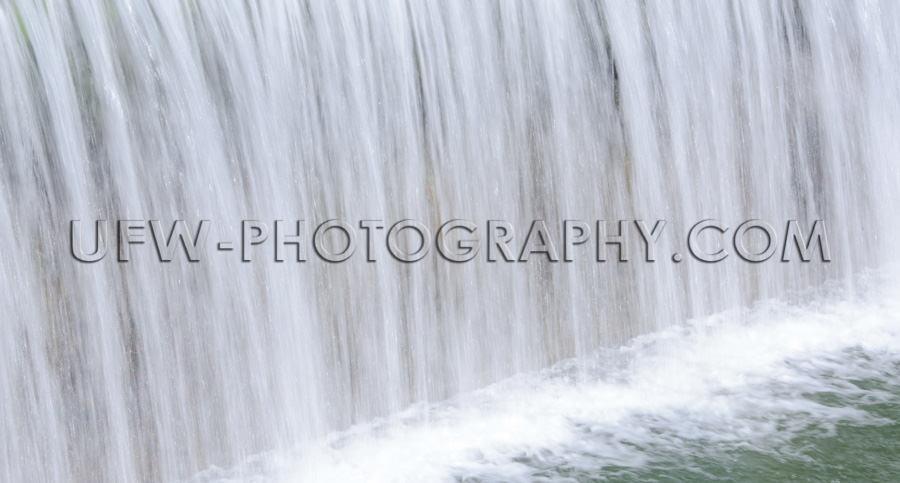 Wasser Fallend Lange Verschlusszeit Sanft Glatt Fließend Wasser