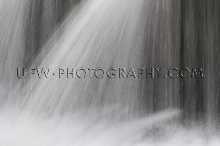 Wasserfall verschiedene Wasserstrahlen Interessant Abstrakt Must