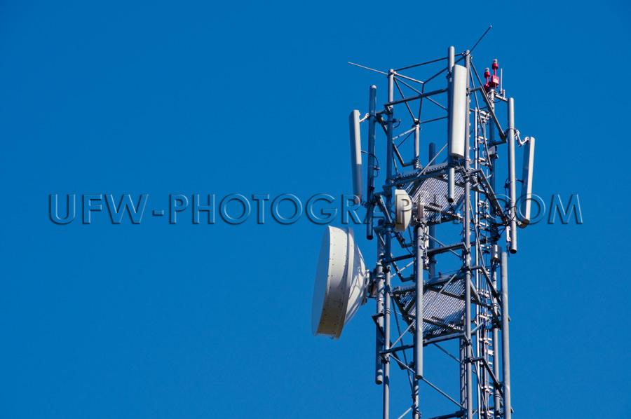 Mobilfunk Antennen Nahaufnahme Vor Tiefblauem Klarem Himmel Stoc