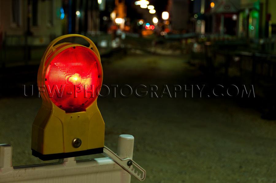 Rote Warnleuchte Beleuchtet Straße Baustelle Nacht Stock Foto