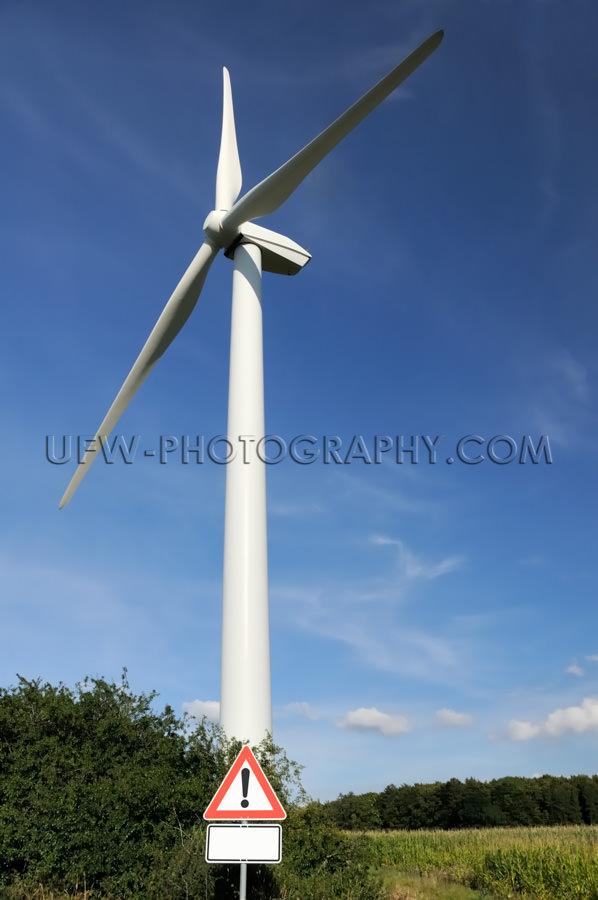 Windkraftanlage Windrad Windturbine Warndreieck Verkehrszeichen