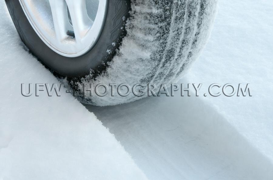 Winterreifen Schneebedeckte Straße Reifenspur Schnee Nahaufnahm