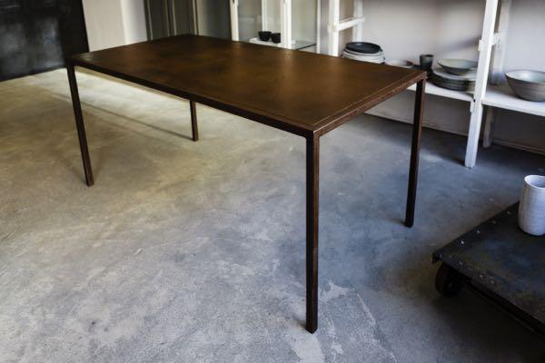 Tisch komplett aus Stahl