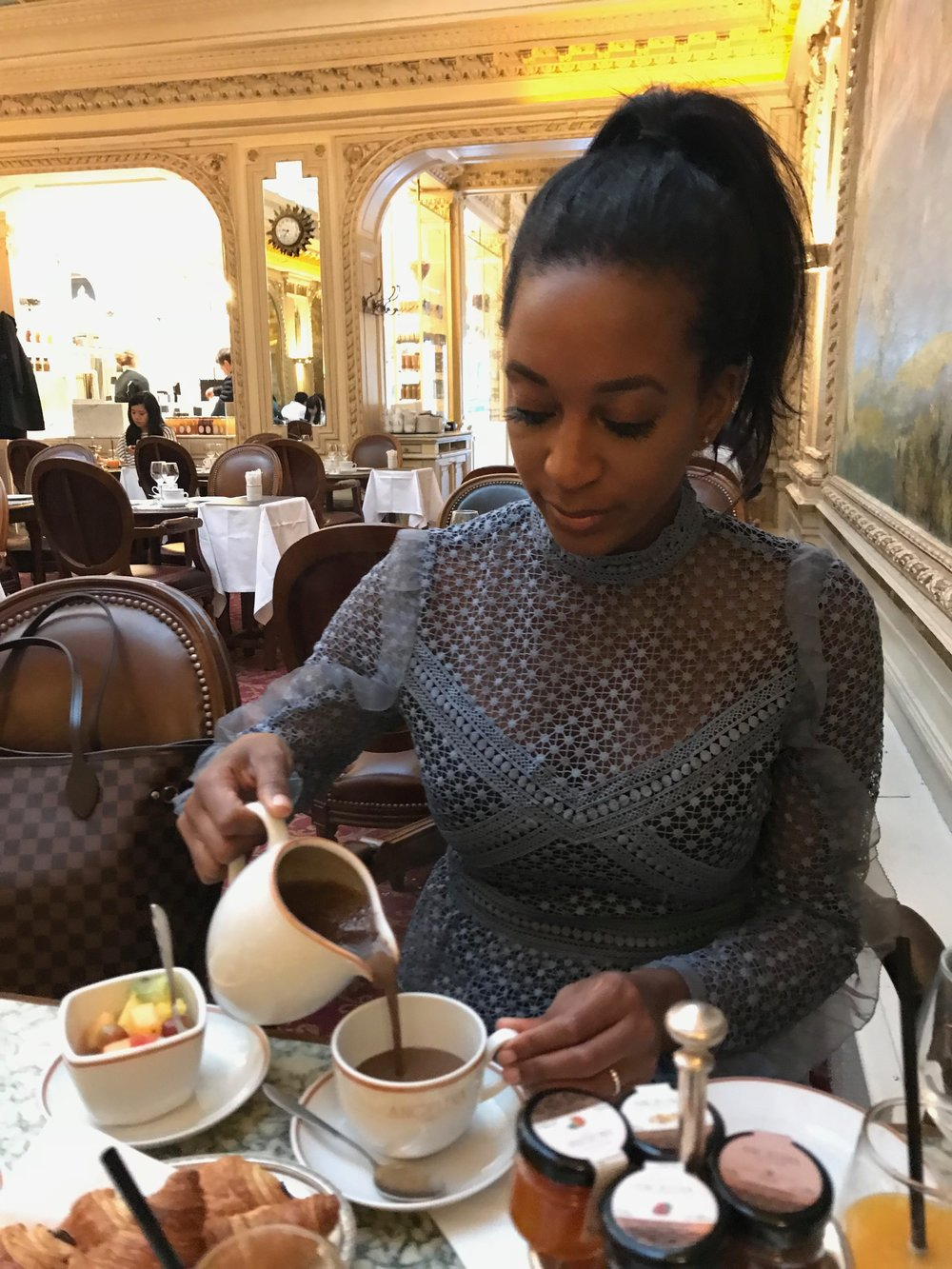 THE FAMED (SUPER-RICH) HOT CHOCOLATE