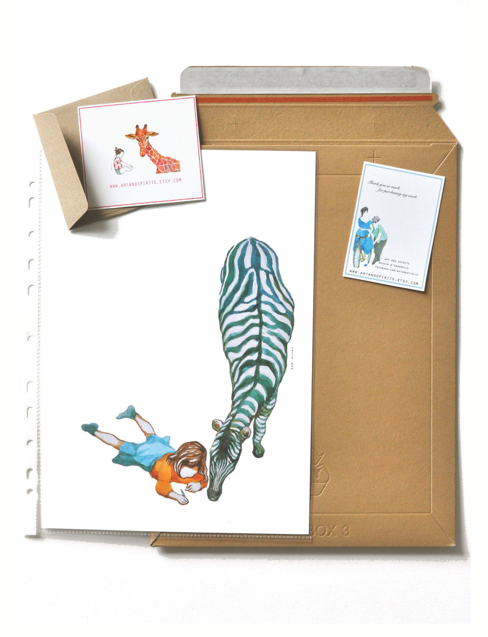 A4 size with rigid envelope w/ plastic protection w/ small cute thanks cards. Format A4 avec enveloppe cartonnée et protection en plastique avec petites cartes.