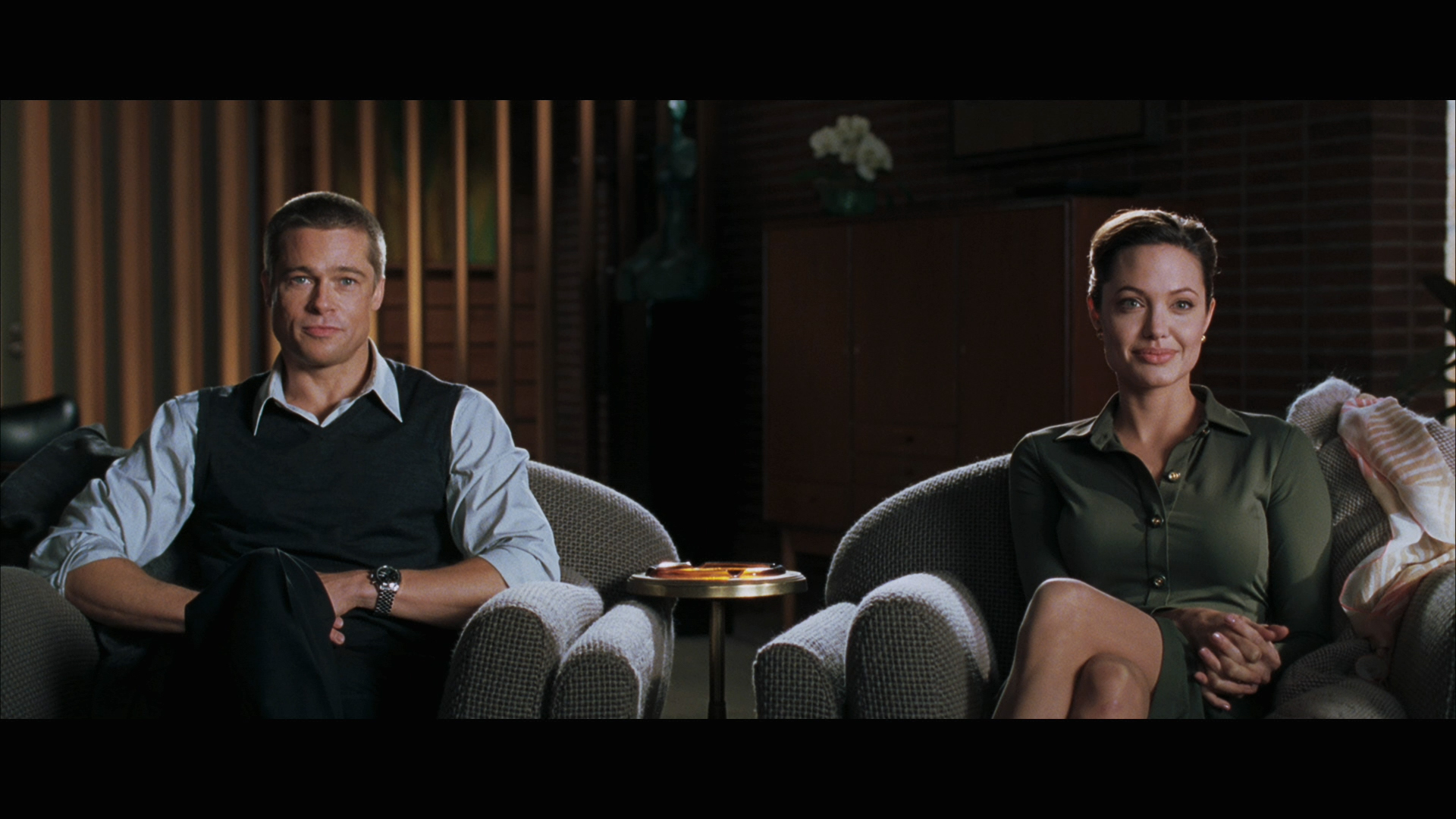 Brad Pitt & Angelina Jolie in Mr. & Mrs. Smith