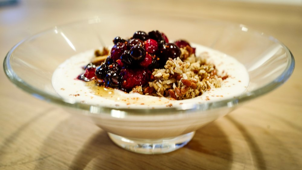 "Almond ""yoghurt"" with rawnola and Norwegian berries"