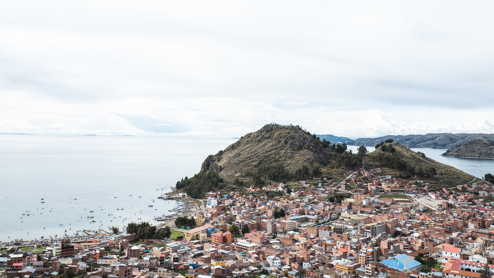 And this is Lake Titicaca, in Copacabana! That mountain over there is called:Cerro Calvario, where unfortunately is full of rubbish.