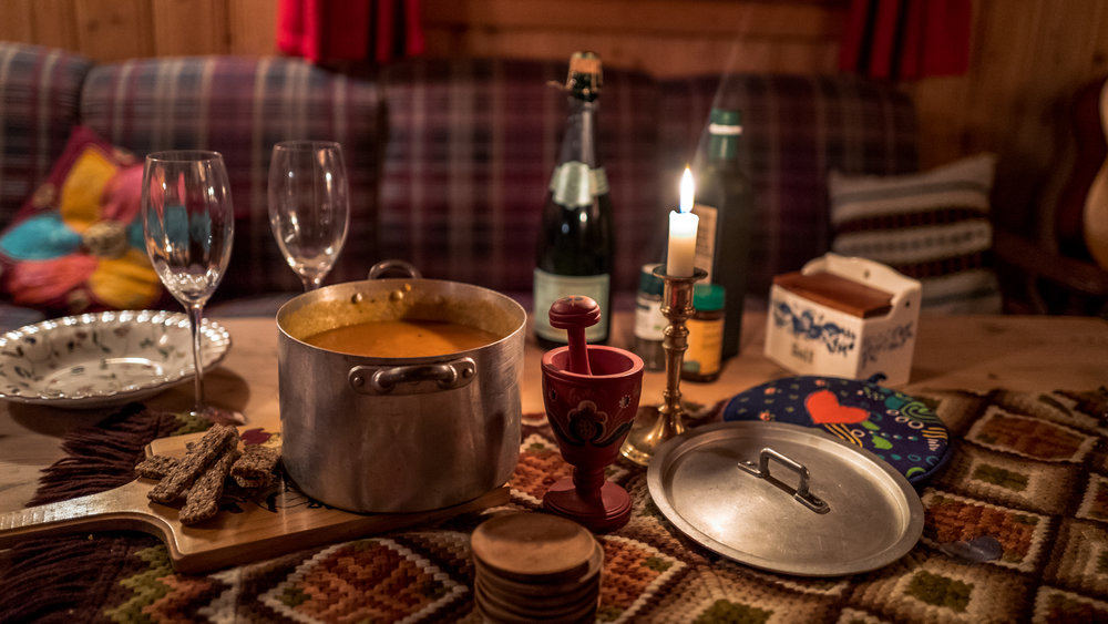 Champagne and carrot soup; that's how we do it in the cabin!