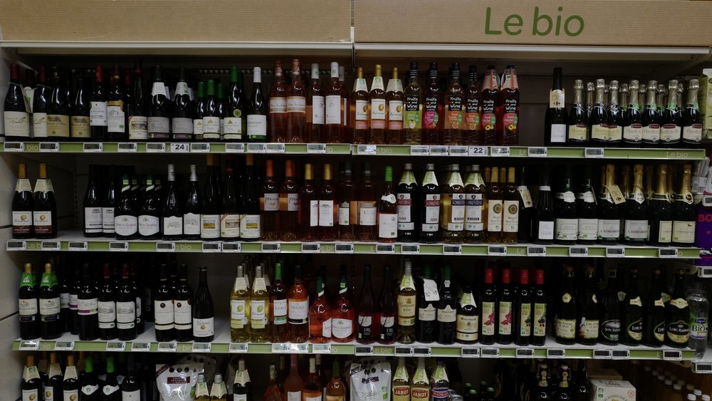 Organic selection of wines in Carrefour in Epernay.