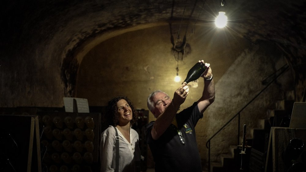 We had the honor of visiting a very good, small familiy champagne producer; Regis Fliniaux in Ay and had a taste (more like the whole bottle) of those old fermented bubbles. The owner told us they do not use any animal products.