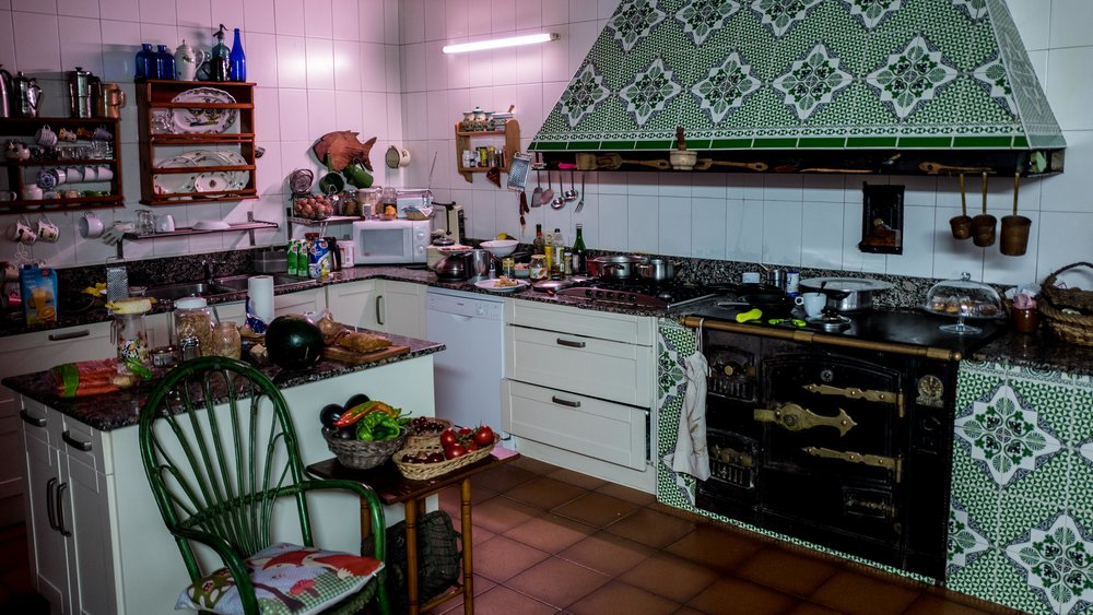 And look at this beautiful traditional country kitchen!
