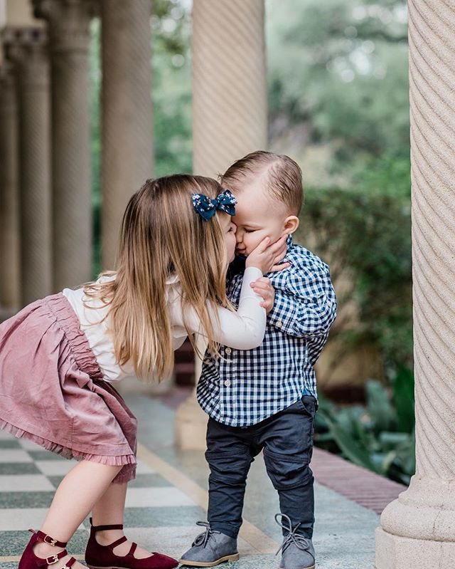 I'll always love family sessions!! Never feel bad if your little ones want to explore and play because with the right photographer you can get some sweet candid moments. I photographed this sweet boy when he was born and it is so much fun to see families grow ❤️ #elinarosephotography