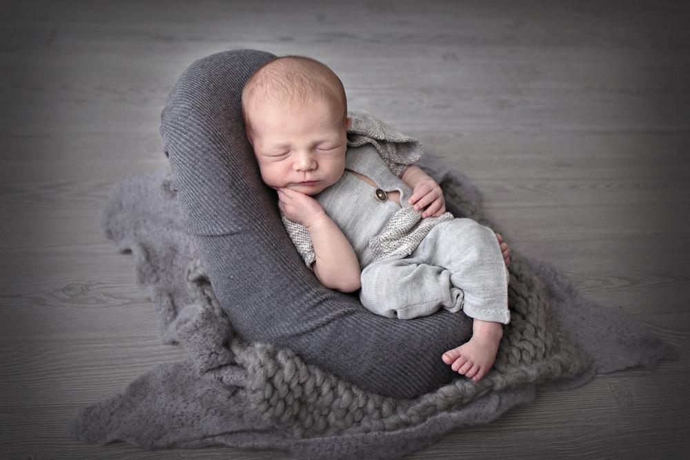 Snohomish County newborn photographer (3).jpg