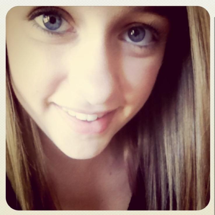 Likes: 1// #blueeyes #eyes #smile