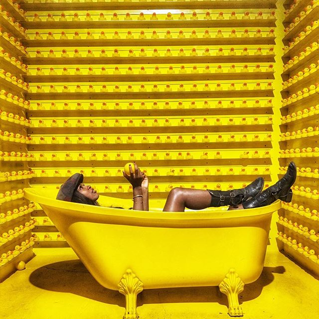 Soak all your troubles away 🐥🐥🐥 🛁🌊🌝 #bathtub #duck #quacklikeaduck #yellowish #myhappyplace #downtownla #losangelesb #bootseason #winteryetsummer