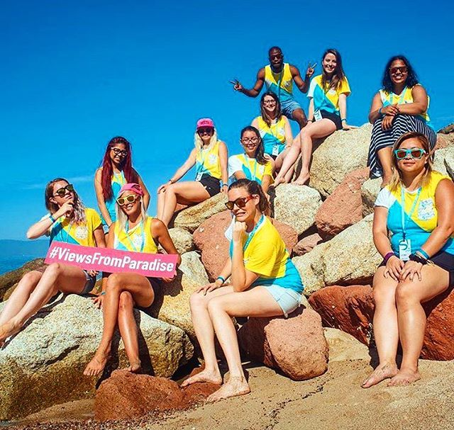 Join a bunch of rockstars! Apply online at jobs.ilovetravel.com