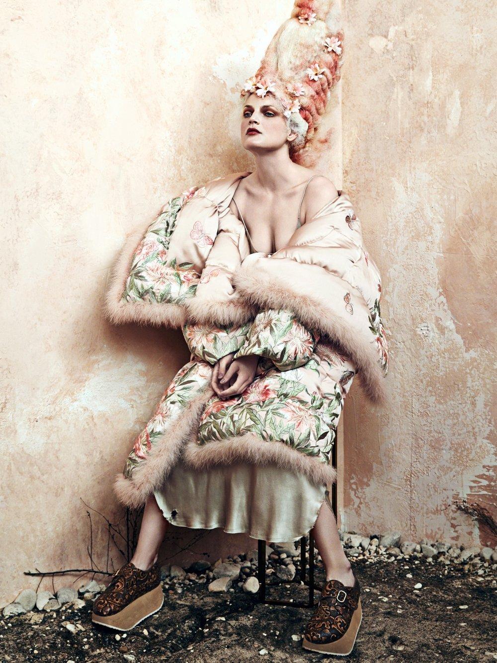 cr-fashion-book-no9-fall-winter-2016-guinevere-van-seenus-by-bjorn-iooss-01.jpg