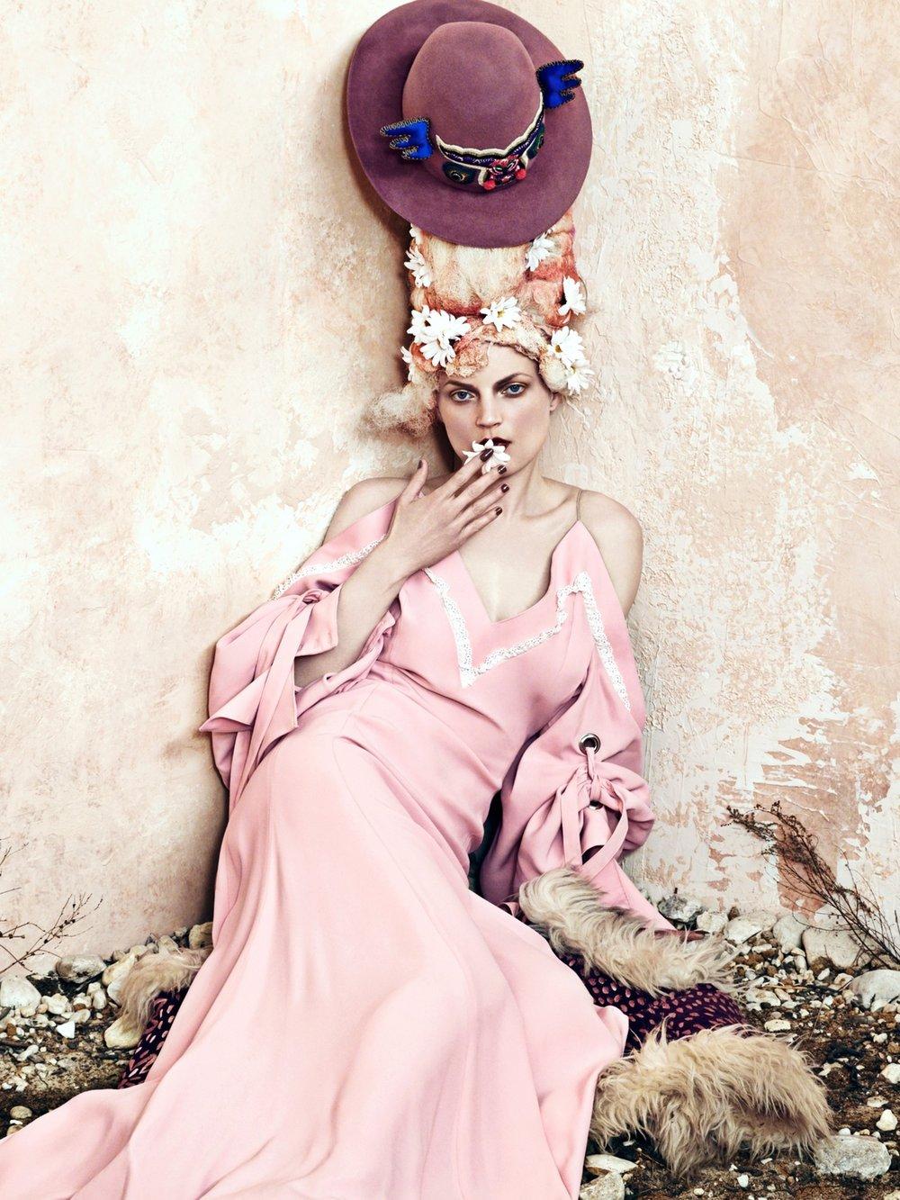 cr-fashion-book-no9-fall-winter-2016-guinevere-van-seenus-by-bjorn-iooss-03.jpg