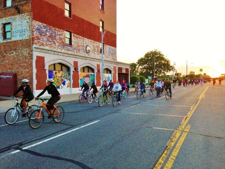 Detroit-Bike-City-Slow-Roll.jpg