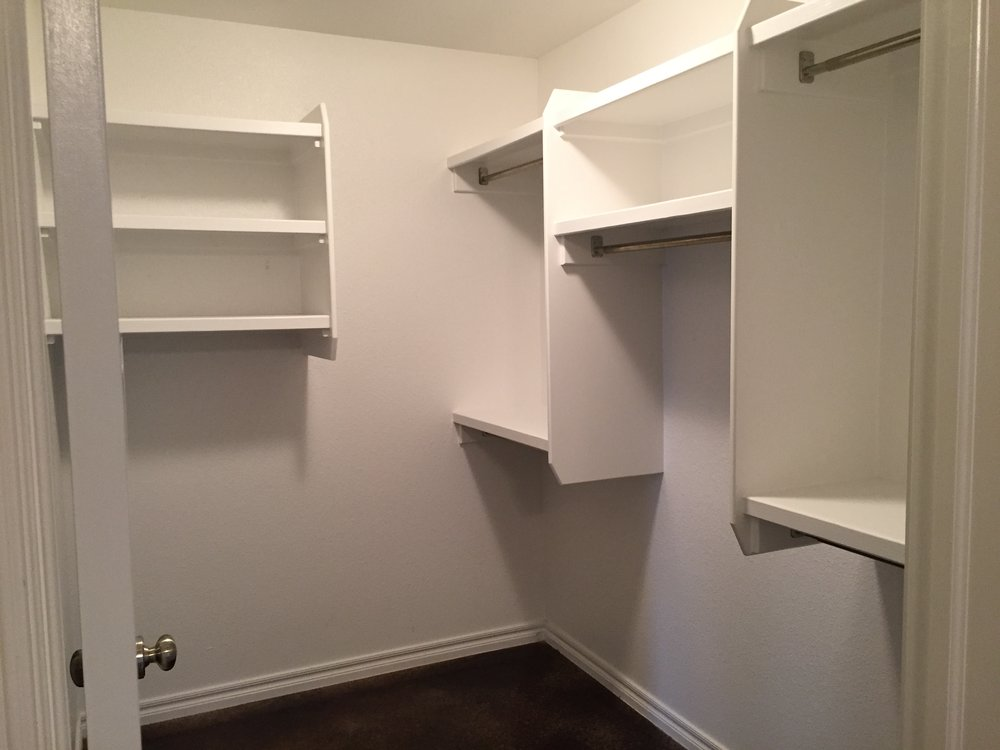 3440 Chelsea One Bed Closet