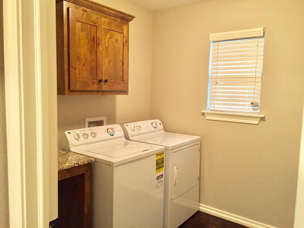 3444 Chelsea Bungalow Laundry