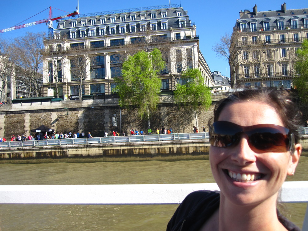 Ah, a sunny day, just cruising the Seine ...