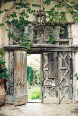 Italy wooden gate.jpg