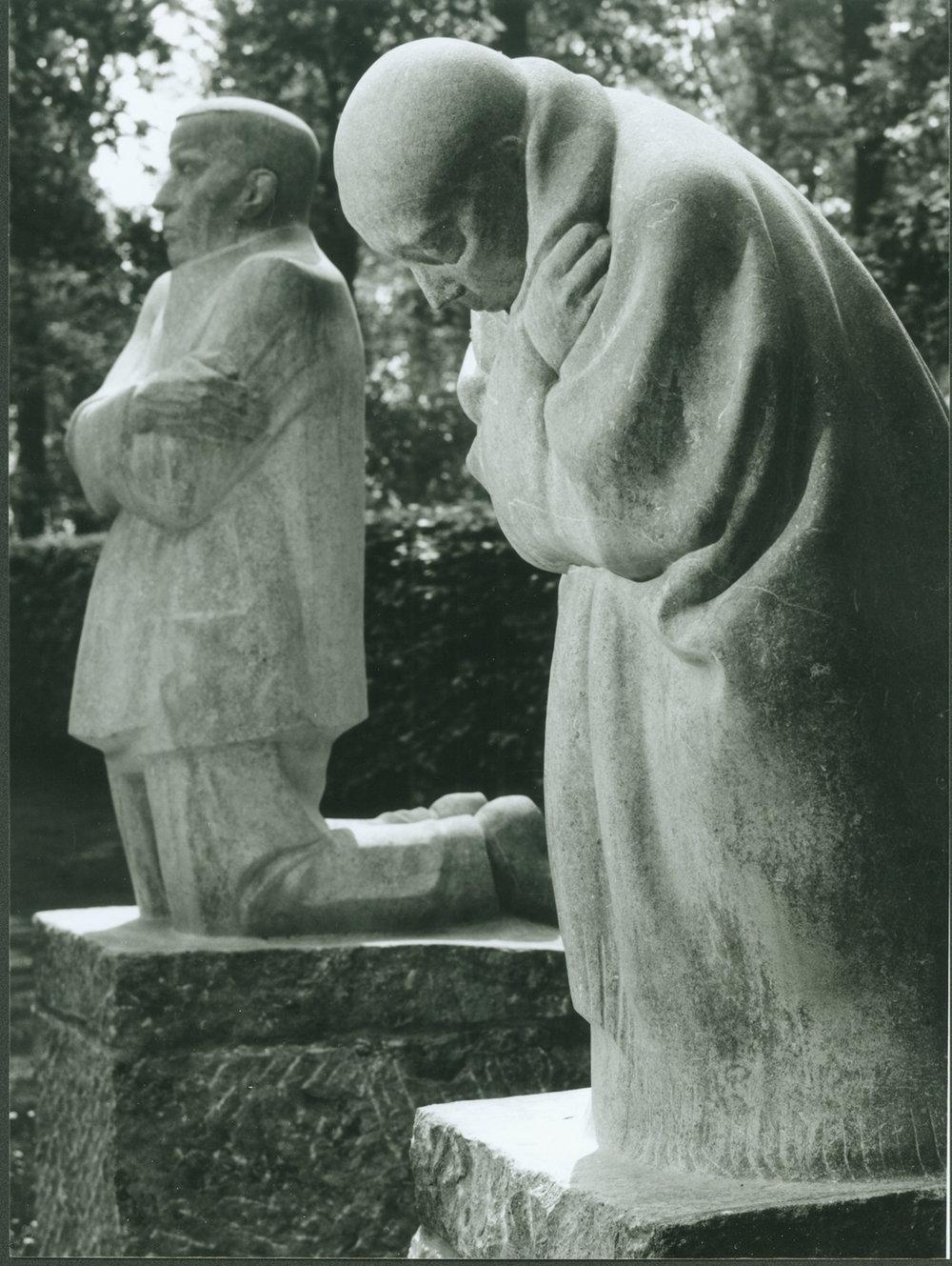Käthe Kollwitz, Trauernde Eltern (Grieving Parents)