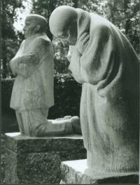 Käthe Kollwitz,  Die trauernden Eltern