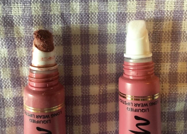 The applicator tip of Too Faced Melted Liquid Lipstick in Chihuahua