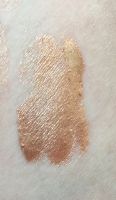 Swatch of Amor Naturals Bella Glow Oil without being blended