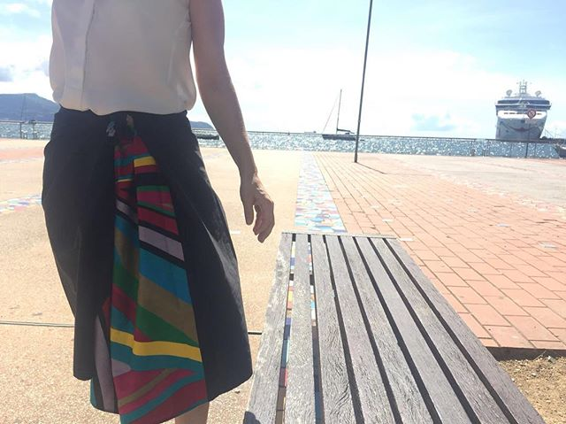 Beautiful day in Fort de France wearing Pha-toon with a piece of fabric from cote d'ivoire. Looking forward to the collaboration with B-Bag #bikini #sarong#martinique#port#swimwear #beach #fortdefrance #love #bag#lifestyle #relaxing #smartfit #casualstyle #elegance