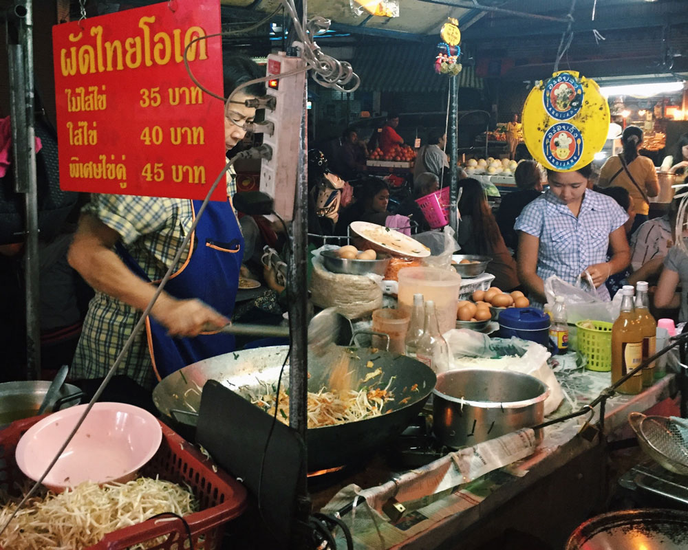 A food stall making pat tai