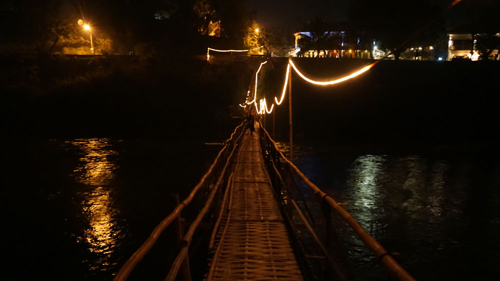 Bamboo bridge on the way to Dyen Sabai