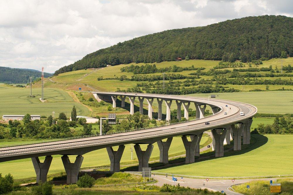 highway-2211588_1920.jpg
