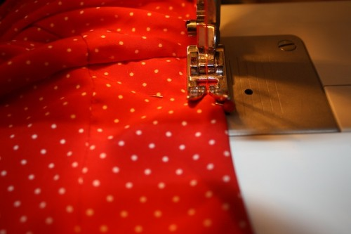 New Dress A Day - DIY - Vintage Polka Dots - Sewing Machine