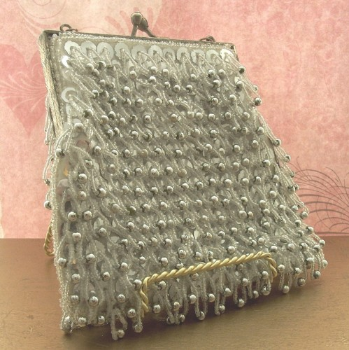 New Dress A Day - DIY - Vintage Beaded Clutch