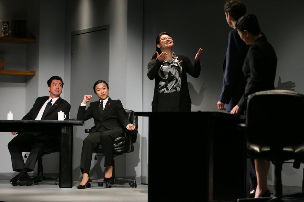 (center) Christine Lin, (l to r) Johnny Wu, Angela Lin, James Waterston, Jennifer Lim. Photo by Eric Y. Exit for the Goodman Theatre, 2011