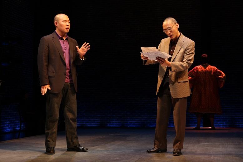 Hoon Lee 和 Francis Jue. Michal Daniel 2007年摄于公共剧院。