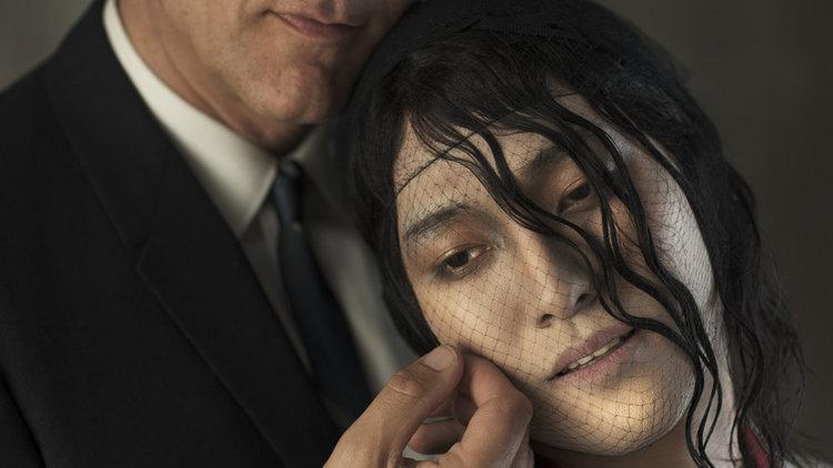 克里夫·欧文与Jin Ha在《蝴蝶君》演出中,摄影:Josef Astor
