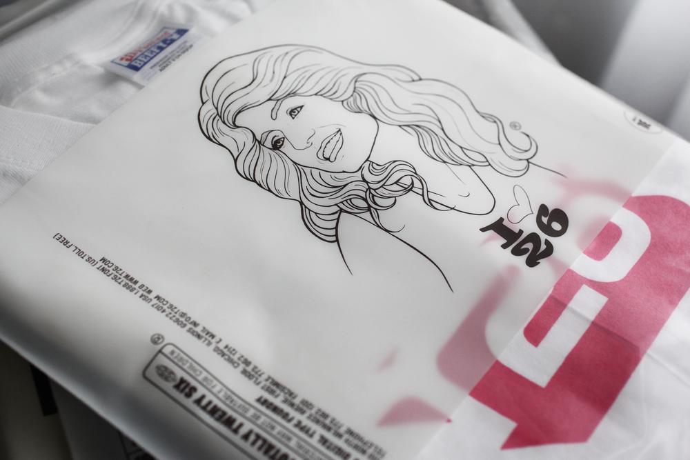 t26_font-bag_girl_04_2500w.jpg