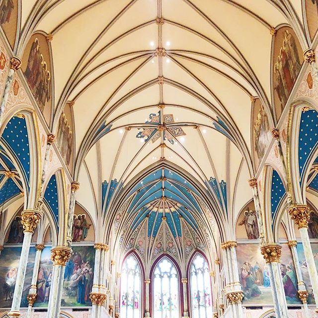 The inside was breathtaking too! You could taste and see God's creativity and handiwork! #savannahgeorgia #savannaharchitecture #cathedrals #stjohnsavannah