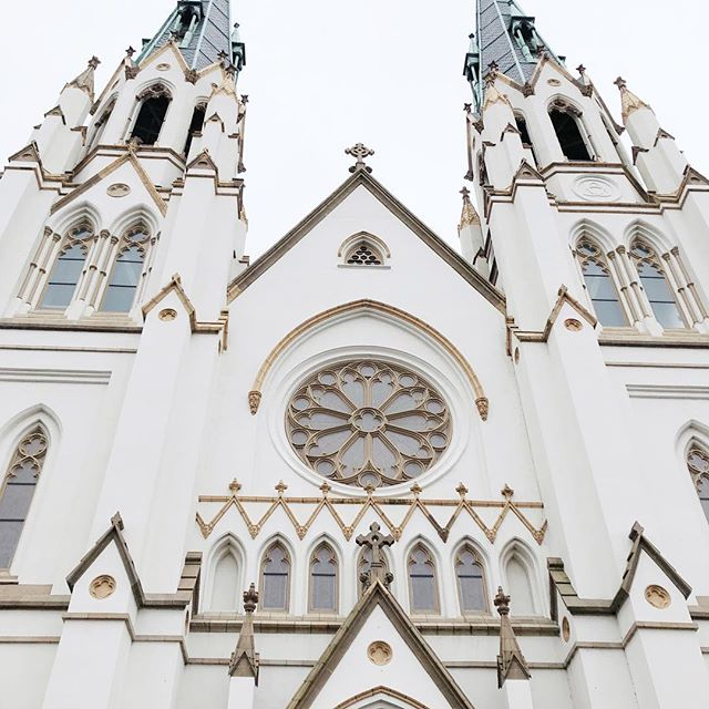 How can you not want to worship in a space like this? My husband and I were inspired by this heaven-sent cathedral in Savannah, Georgia! #savannahgeorgia #savannaharchitecture #stjohnsavannah #cathedrals