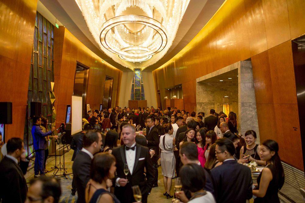 許多熱心的人士參加了今年的慈善拍賣晚宴。